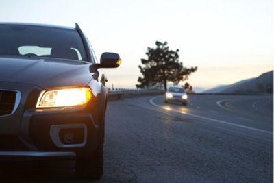 С 1 октября 2020 года, между населёнными пунктами, водители обязаны ездить днём с включенными фарами