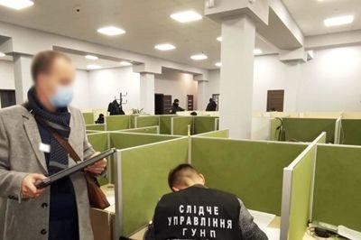 Полиция задержала коллекторов которые изготовляли фейковые порнографические материалы на кредитных должников со всей Украины