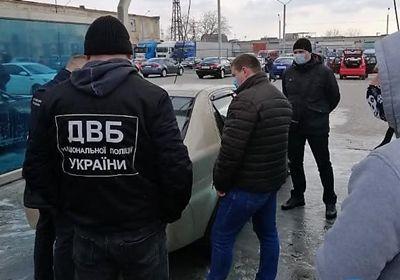 В Николаеве задержали полицейского за вымогательство и шантаж своего коллеги