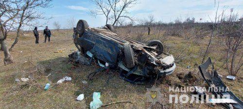 Возле Николаева легковушка вылетела в кювет и перевернулась. Водитель погиб на месте