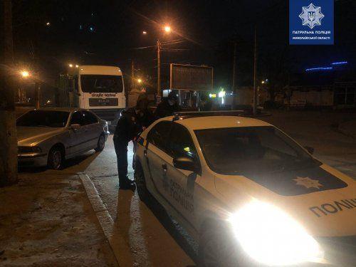 В Николаеве полицейские дважды за ночь останавливали одного и того же пьяного водителя грузовика