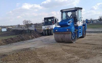 Продолжается ремонт дороги Новая Одесса-Сухой Еланец