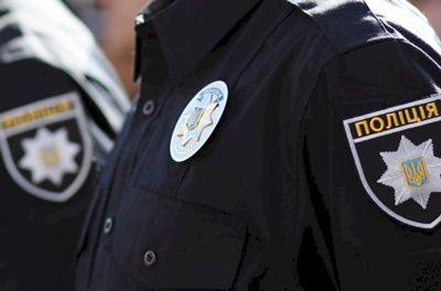 В Николаеве патрульные полицейские задержали двух человек которые находились в розыске
