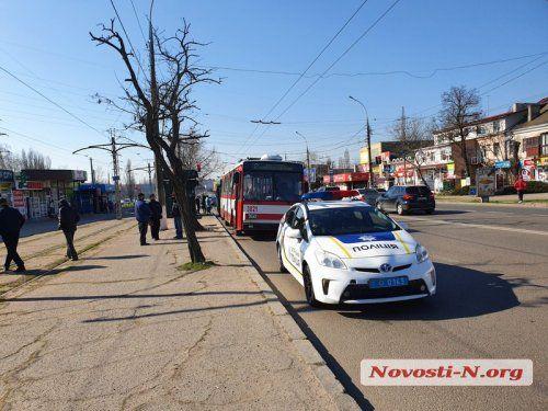В Николаеве пассажирский автобус протаранил троллейбус (Фото)