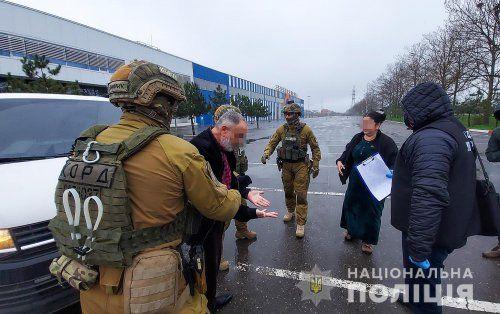 В Николаеве задержали организованную группу, которая занималась сбытом метадона и пыталась подкупить чиновника полиции