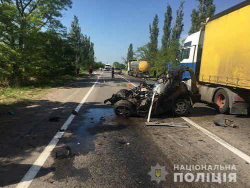 Николаевские полицейские изучают подробности жуткой аварии с участием нескольких авто (Фото)