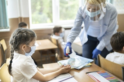 Як вчителька відстояла свої трудові права, коли директор школи надумав вирішувати за її лікаря